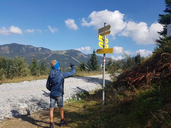 met kinderen wandelen in Salzburgerland naar de Kleinarlerhuette