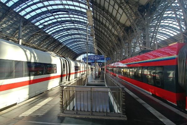 Trein naar Oostenrijk - station Frankfurt Hbf