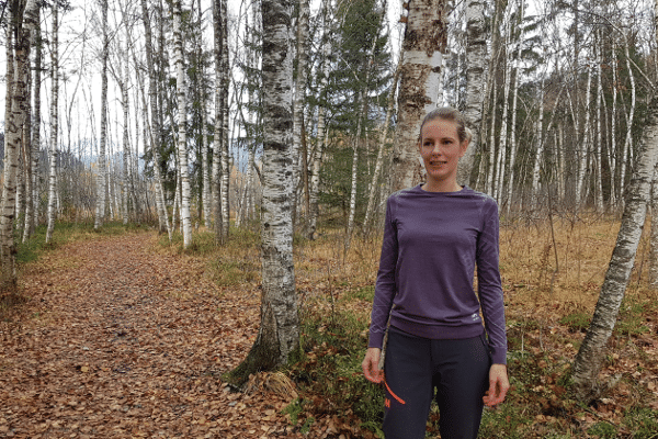 review odlo kingship vrouw in thermoshirt in het bos