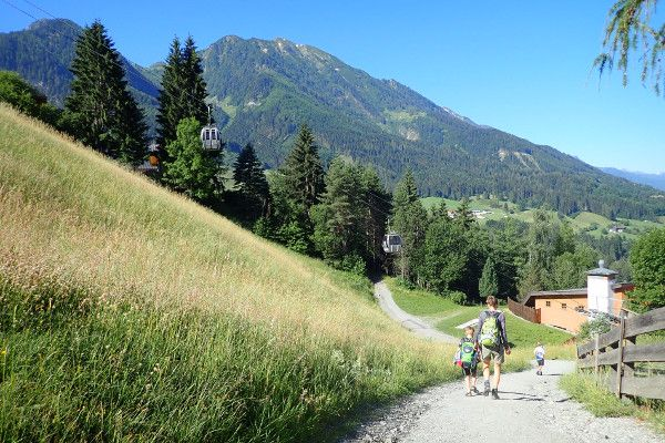 Bergaf bij de skilift in Alpendorf