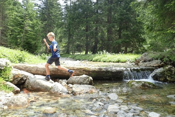 Lekker spelen rondom het water in Filzmoos