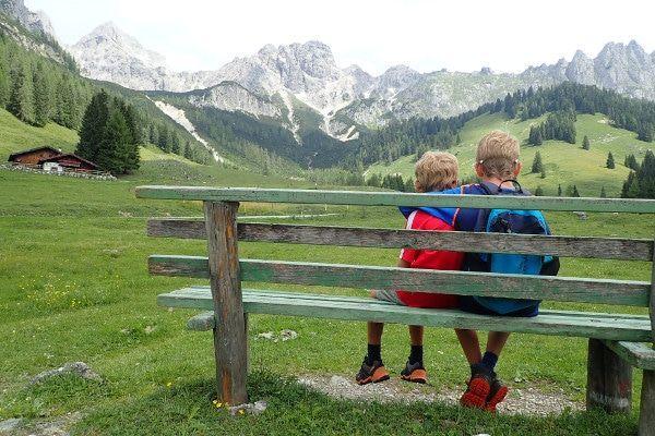 Genieten van het uitzicht tijdens de zomer in Filzmoos