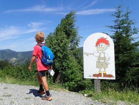 Flori's wandelweg in Flachau, bergwandelen langs speeltuinen