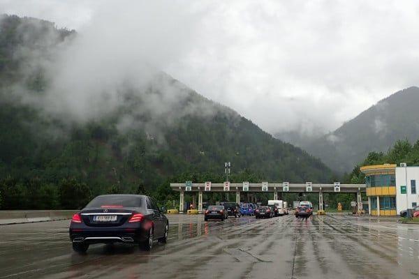 De karawankentunnel is de enige plek waar tol wordt geheven in Slovenië