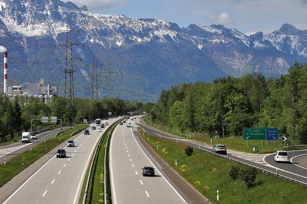 De route naar Zwitserland via Liechtenstein is redelijk rustig