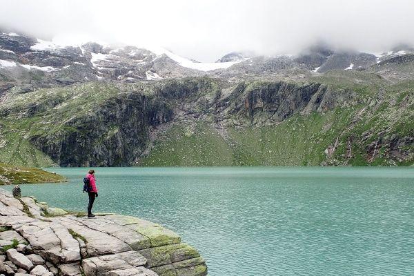 vrouw bij weißsee gletsjer