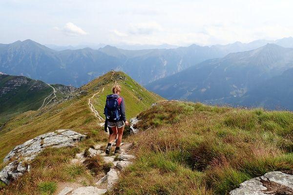 wandelen tijdens vakantie in Oostenrijk