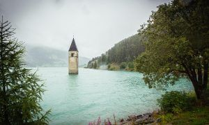Reschensee: het echte verhaal van de toren in het meer