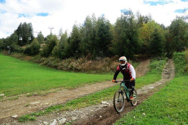 Downhill mountainbiken, met de gondel omhoog en de fiets naar beneden