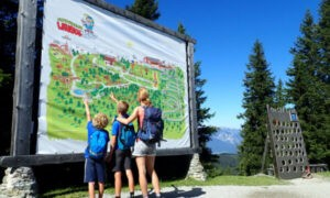Lauserland in Alpbach: bergspeeltuin met ruim 40 speeltoestellen