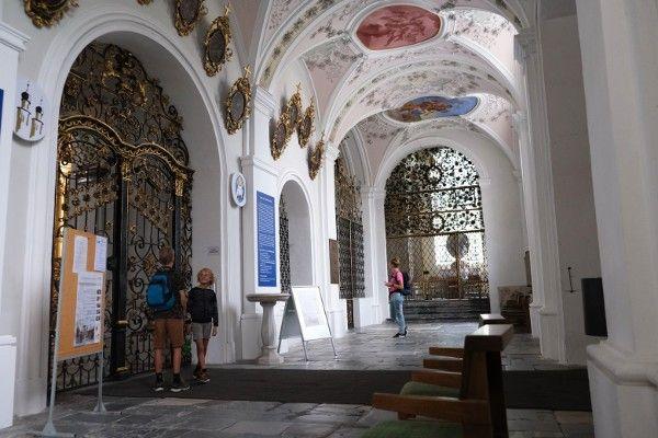 Stift Stams basiliek. Vakantie met kinderen in Innsbruck