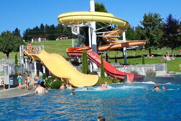 zwembad glijbanen