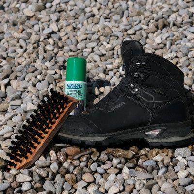 Wandelschoenen waterdicht- stap 2 - schoenen natmaken