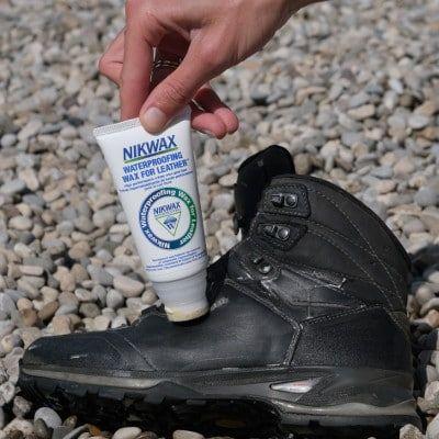 schoenen waterdicht maken - stap 3